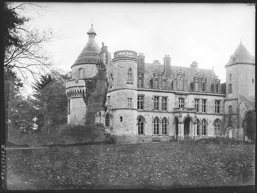 The palace in the early 1900s. Château de Pont-Remy. Hauts-de-France, France. © Gustave William Lemaire, Ministère de la Culture (France).