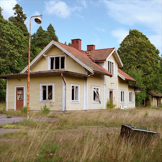 The window-less and rail-less railway station. Burned down in 2014 at Hjortkvarn, Närke, Sweden. August 2009.